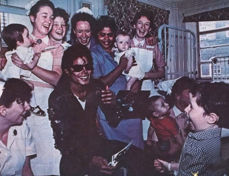 https://mjjforever.files.wordpress.com/2010/07/weqremichaeljackson736groupnns.jpg